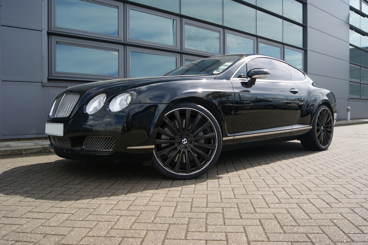 Black Bentley GT on HAWKE Chayton wheels in Black Lip Polish colour finish