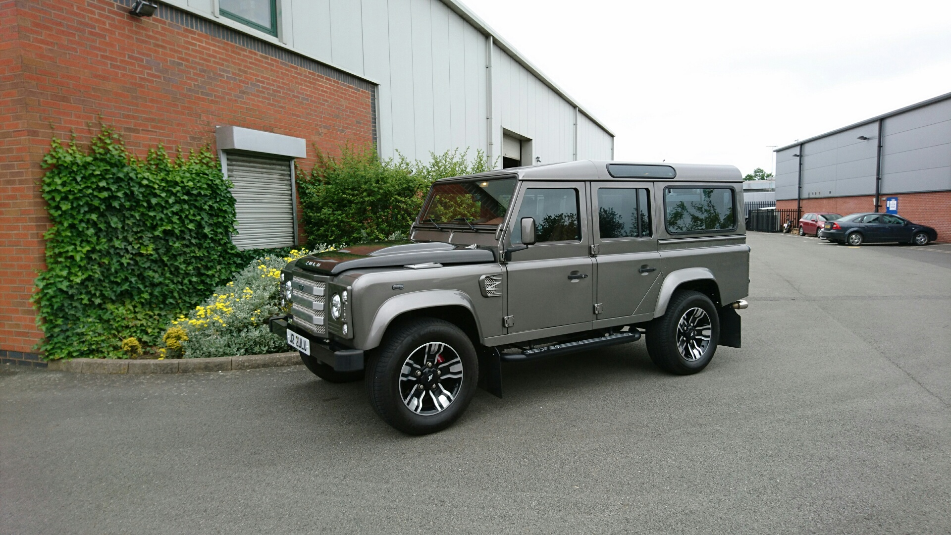 Grey Land Rover Defender on HAWKE Osprey wheels in Black Polished colour finish