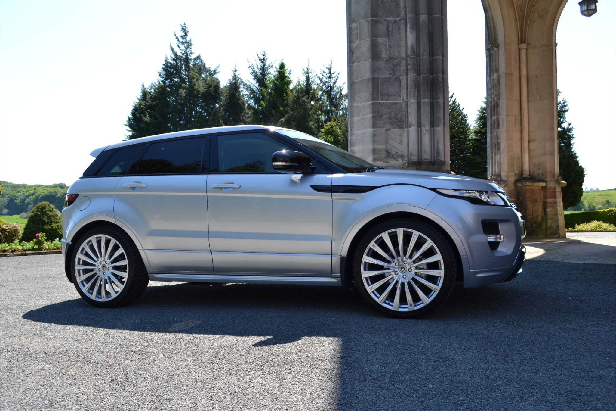 Silver Range Rover Evoque on HAWKE Chayton wheels in Silver colour finish