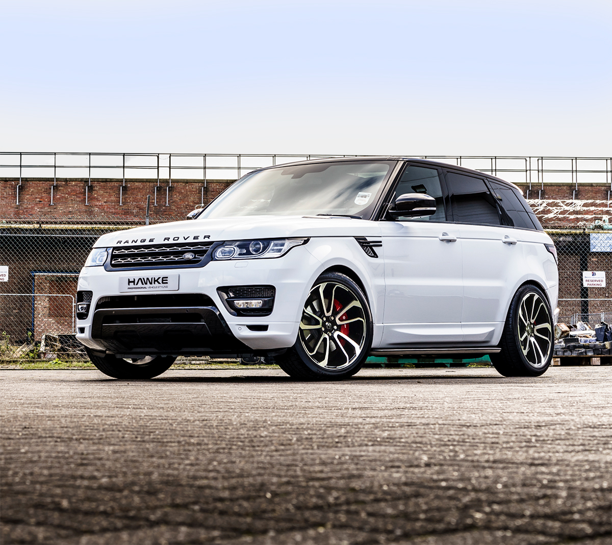 White Range Rover Sport on HAWKE Falkon wheels in Black Polished colour finish