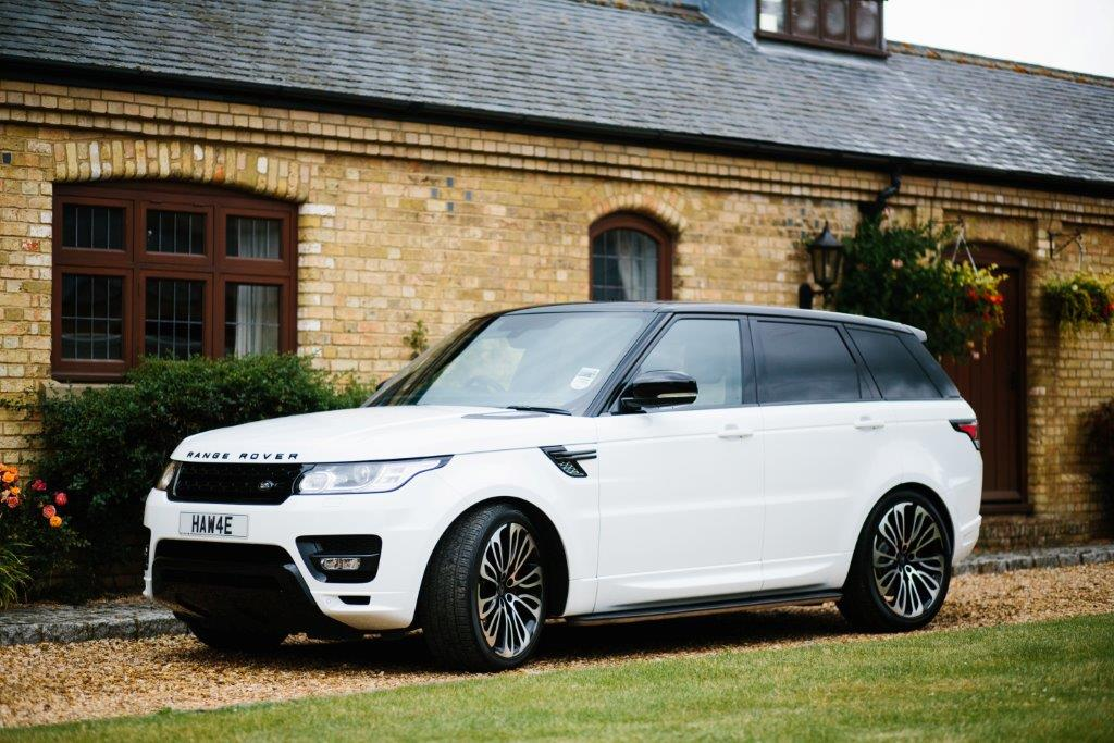 White Range Rover Sport on HAWKE Halcyon wheels in Black Polished colour finish