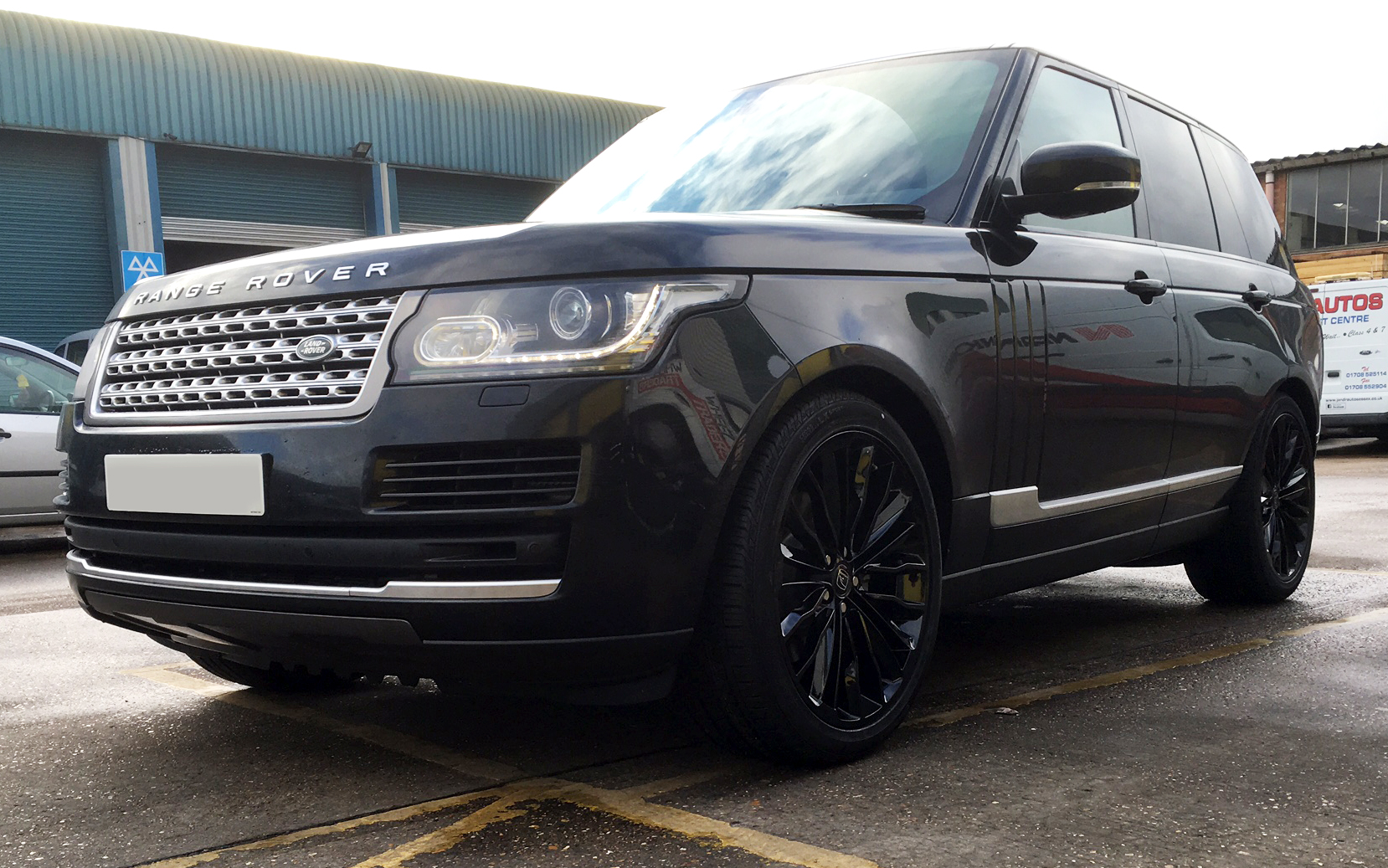 Black Range Rover Vogue on HAWKE Harrier wheels in Black colour finish
