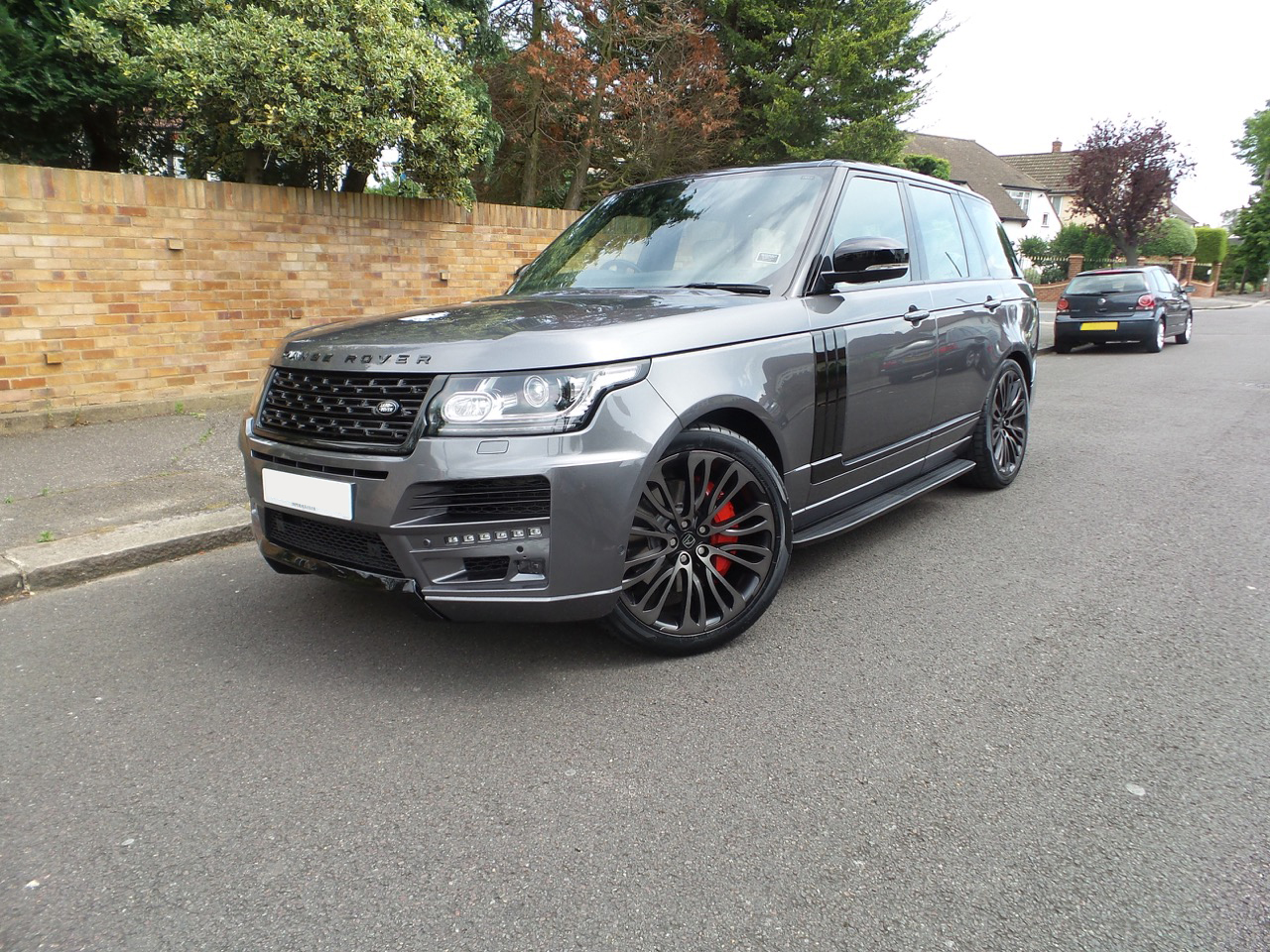 Grey Range Rover Vogue on HAWKE Halcyon wheels in Black Shadow colour finish