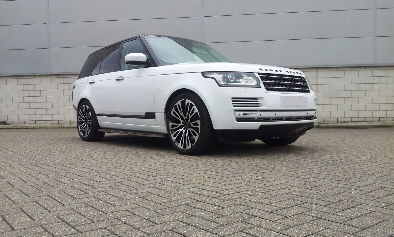White Range Rover Vogue on HAWKE Halcyon wheels in Black Polished colour finish